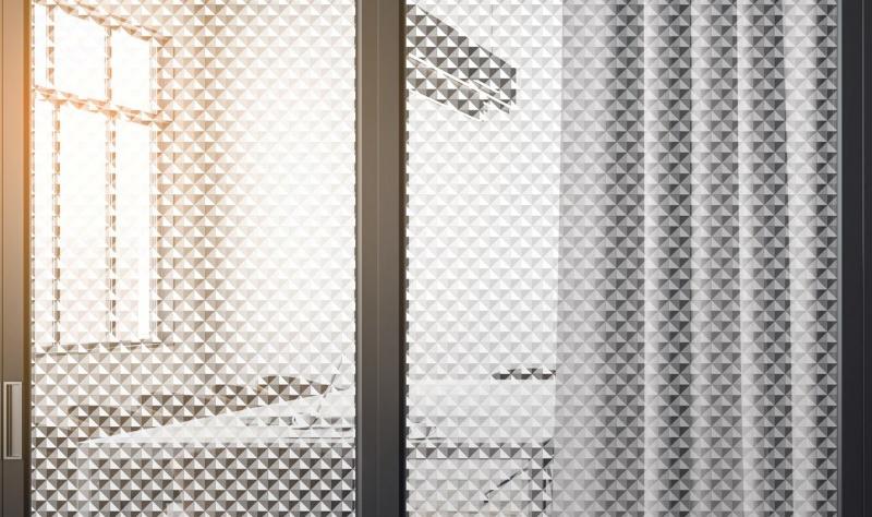 film-triangles-3D-blanc-Int445